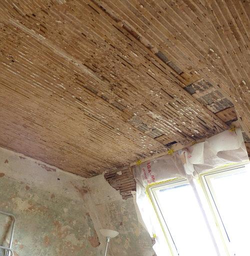 Sieht Die Decke In Meinem Wohnzimmer Aus Wenn Styropor Deckenplatten Entfernt Sind Und Der Deckenputz Abgeklopft Wurde